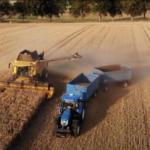 Landwirtschaftsgeräte auf dem Feld